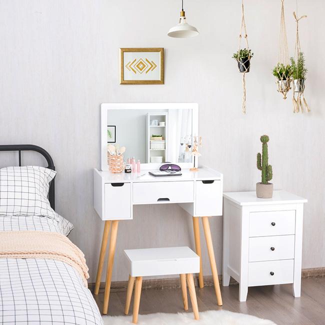 Những mẫu gương trang điểm ngày càng được các chị em săn đón như món nội thất không thể thiếu cho căn phòng