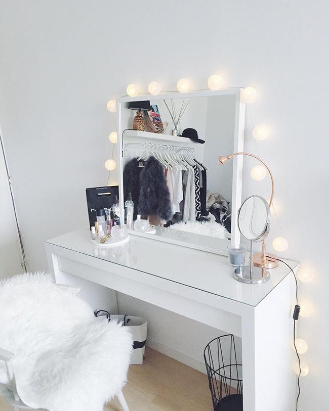 Bạn có thể trang trí theo sở thích cá nhân cho những chiếc gương soi trang điểm để tạo nên nét nổi bật riêng